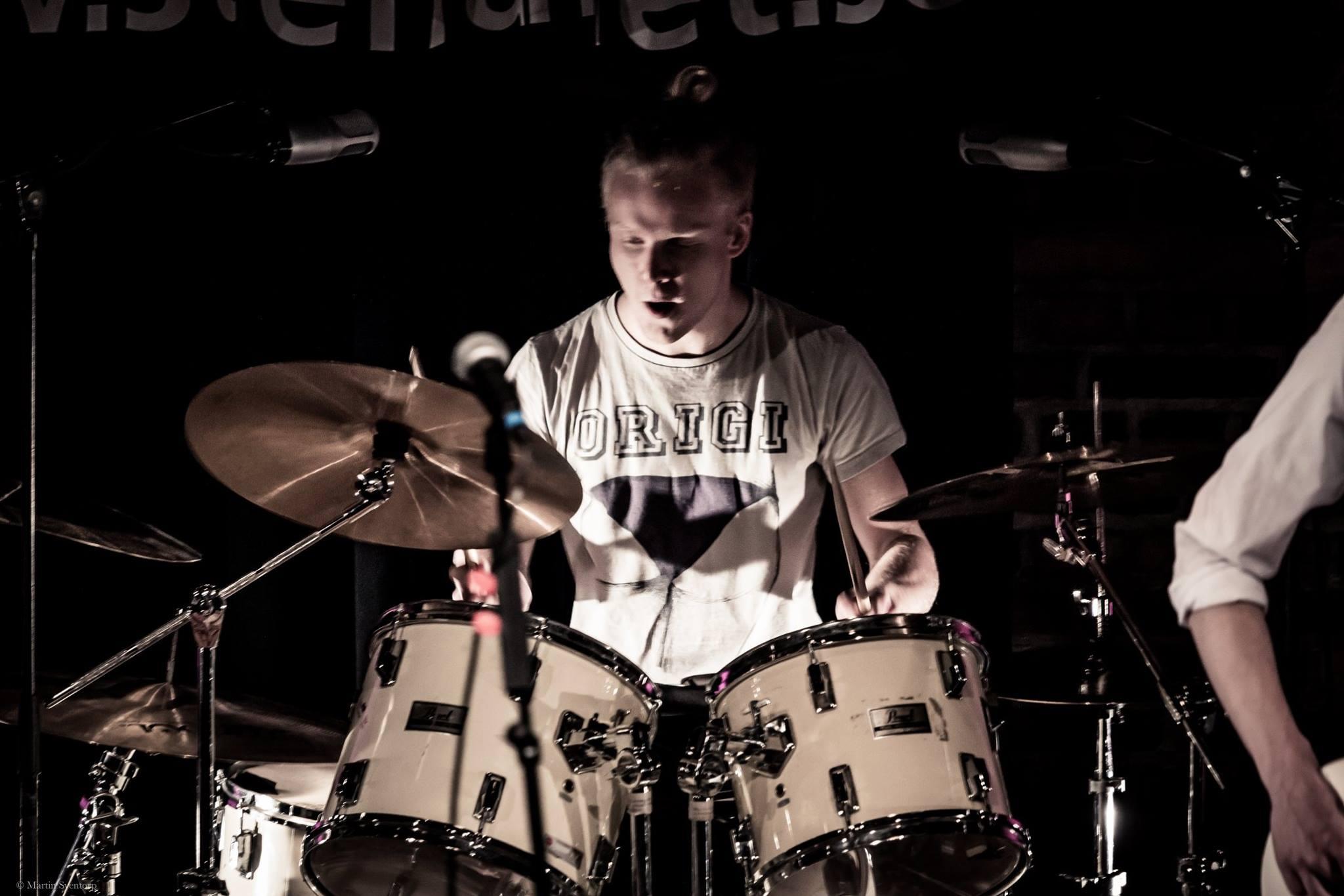 Bild på Taste Good's trummis Erik Jönsson. Bild tagen av Martin Sventorp.